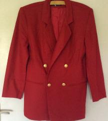 Crveni sako sa zlatnim dugmadima
