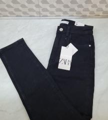 Nove ZARA pantalone duboke