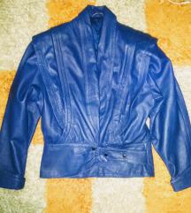 Plava jakna neobicnog kroja