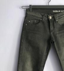 Plitke crne skinny pantalone