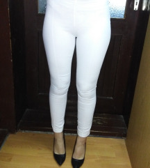 Nove bele pantalone