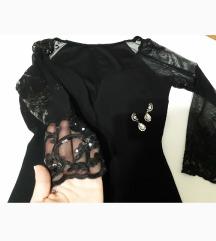Predivna crna haljina sa cipkastim rukavima.