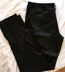 Crne pantalone nenosene
