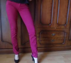 Uske bordo pantalone