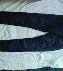 Crne zenske pantalone-duboke i uske