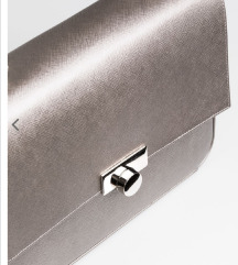 Mona kozna torba metalik srebrna