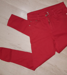 Nove crvene pantalone