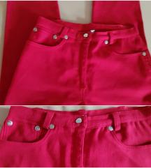 Roman's crvene pantalone, model farmerki