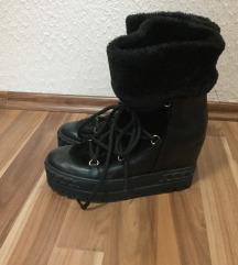 Zimske cizme JEDNOM NOSENE 39