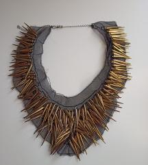 Zanimljiva ogrlica