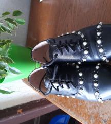 Nove kozne cipele