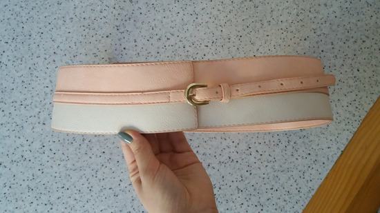 Roze beli pojas
