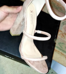 Sandale.