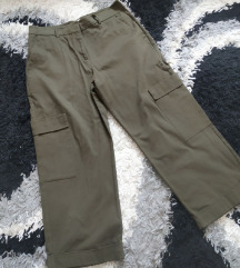 H&M maslinasto zelene pantalone kao nove