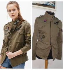 BERSHKA jaknica S/M
