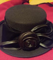 Nov vuneni vintage šešir
