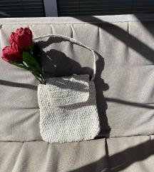 Bela pletena tašna