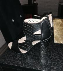Neobicne sandale