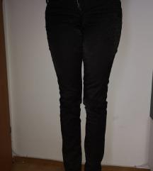 Crne sjajne pantalone