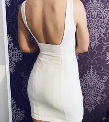 Bela uska haljina,Otvorenih ledja