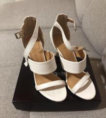 Nove bele sandale sada 3.500!!