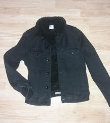 H&M crna teksas jakna sa krznom