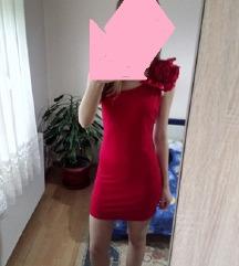 Elegantna crvena haljina na jedno rame