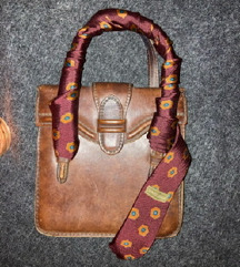 Vintage torba sa armani kravatom kao twilly