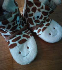 Nove sa etiketom papuce