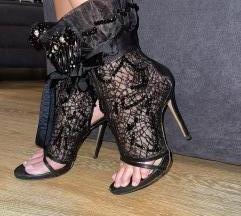 Duboke sandale sa mrežom i kristalima