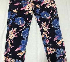 Zara cvetne pantalone!