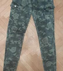 Vojničke pantalone sa dzepovima 10