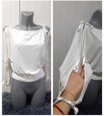 Bela bluza sa otvorima na rukama