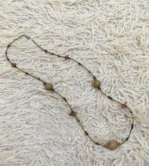 ogrlica od drvenih i plastičnih perlica
