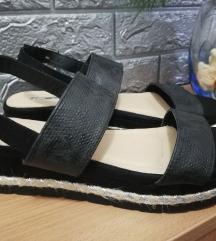 SNIZENO 1.000 Primark sandale br. 41