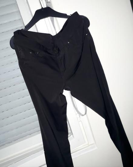 Crne sjajne italijanske pantalone kao farke 29br.