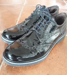 Crne lakovane kozne cipele