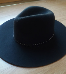 New Yorker crni šešir