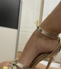Zlatne sandale na štiklu