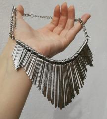Prelepa ogrlica, bez oštećenja