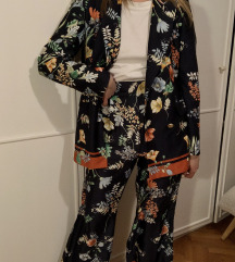 ZARA cvetne pantalone