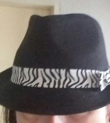 Nicole Marciano nov šešir iz USA