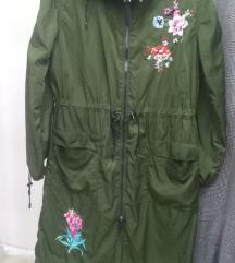 Bershka prolecna jaknica Novo