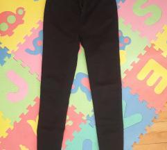 Duboke crne pantalone