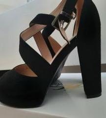 Crne sandale deblja stikla+ poklon haljina