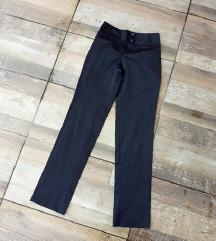 Satenske crne pantalone