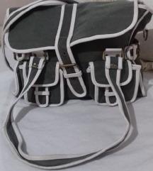 vrlo lepa retro torba upadljiva koliko je lepa