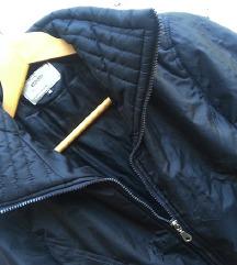Atraktivna Crna jakna vel.M