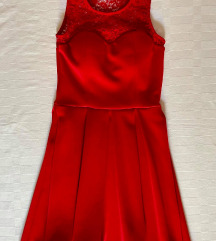 Crvena mini haljina sa čipkom