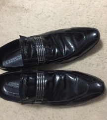 Lakovane kozne cipele